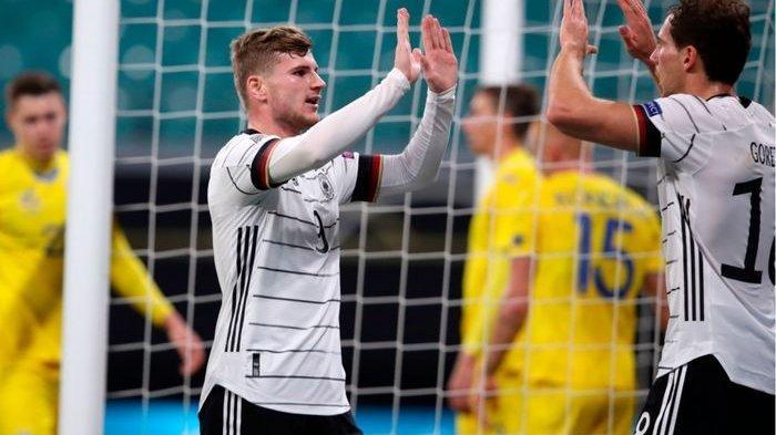 Timo Werner dan LGoretzka, merayakan gol dalam laga Jerman vs Ukraina di UEFA Nations League, Sabtu (14/11/2020) di Leipzig.