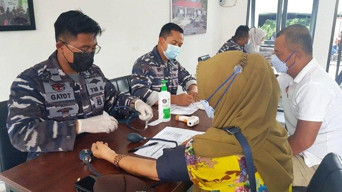 TNI AL Kotabaru Gelar Serbuan Vaksinasi Covid-19 ke Masyarakat Maritim, Terjunkan 10 Tim Kesehatan