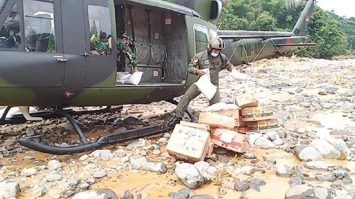 TNI Pakai Helikopter dan Trail, Bantuan Didistribusikan untuk Korban Banjir di Kabupaten HST