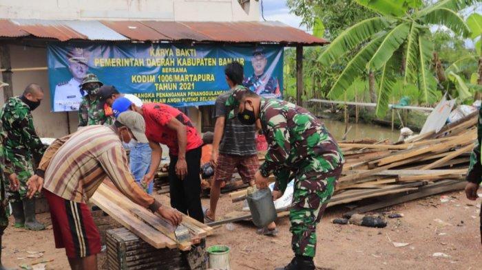 Puting Beliung di Kalsel, Kodim Martapura Turunkan 40 Personel Bantu Perbaikan Rumah Warga