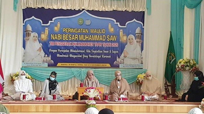 TP PKK Kabupaten Tapin memperingati Maulid Nabi Muhammad SAW di Aula Sekretariat PKK Kabupaten Tapin, Kalimantan Selatan, Sabtu (14/11/2020).