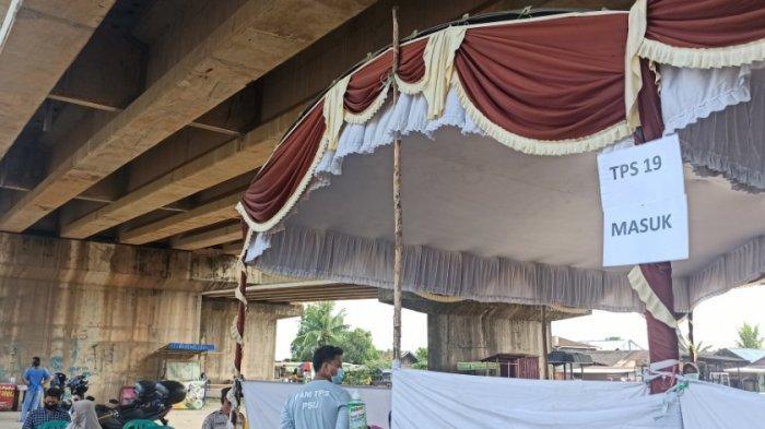 BREAKING NEWS: PSU Banjarmasin, Uniknya TPS 19 di Basirih Selatan di Bawah Jembatan Gandeng