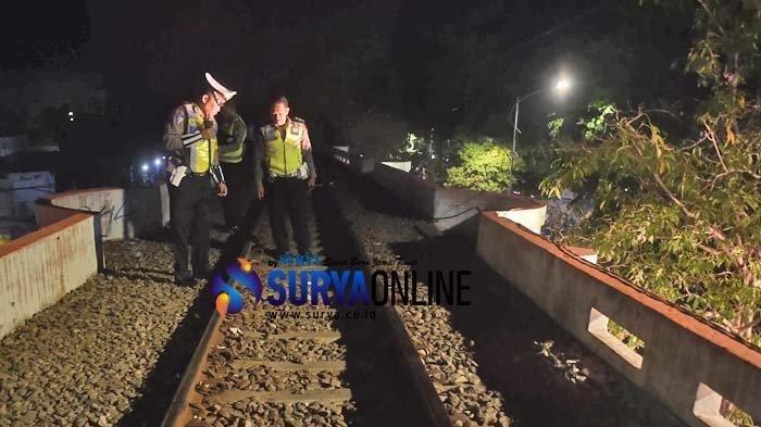 Dugaan Penyebab Tragedi Kereta Surabaya Membara Terungkap, Polisi Lakukan Olah TKP