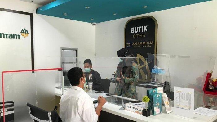 Transaksi emas Antam di BELM Banjarmasin.