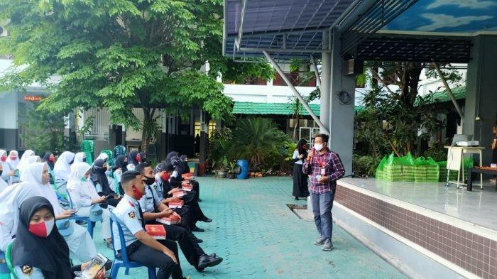 Edukasi Keselamatan Berkendara di SMKN 1 Banjarmasin, Hal Ini yang Dilakukan Trio Motor dan Polresta