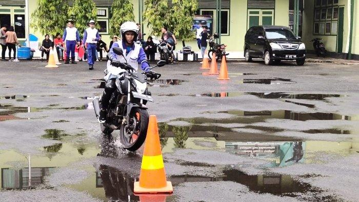Rangkul Komunitas, Trio Motor Gelar Safety Riding Competition di Makorem 101/Antasari