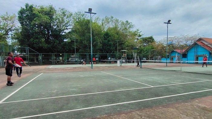 Turnamen Tenis Beregu Putra se-Kalsel di Lapangan Tenis Idaman Banjarbaru.
