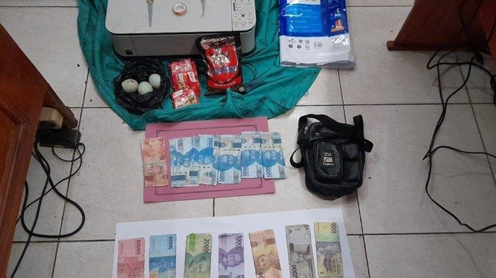 Barang bukti uang palsu (upal) dari tangan tersangka MZ (49), diamankan Polsek Baamang, Kotawaringin Timur (Kotim), Kalimantan Tengah, Senin (5/7/2021).