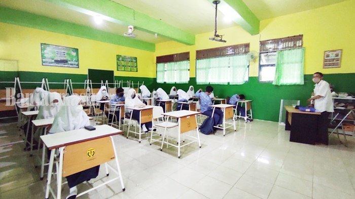 Sejumlah Siswa Tak Bisa Hadir pada Hari Pertama Ujian Semester Tingkat SMP di Banjarmasin