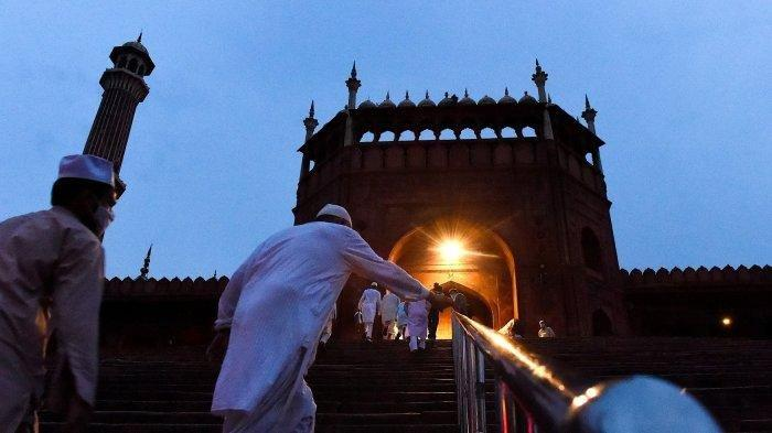 Sholat Pakai Masker Hingga Puasa Tenaga Medis, Muhammadiyah Rilis 13 Tuntunan Ibadah Ramadhan 2021