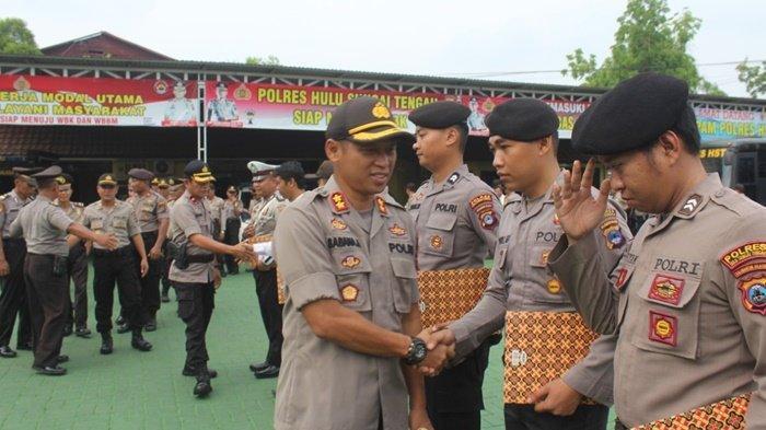 Tidak Disiplin Satu Anggota Polres HST Diberhentikan, 14 Anggota Lainnya Dapat Reward