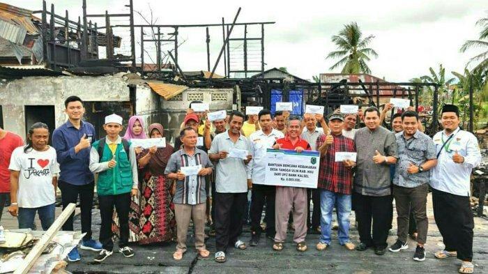 UPZ Bank Kalsel Salurkan Bantuan Korban Kebakaran di Amuntai