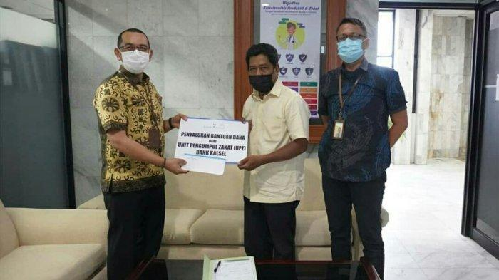 Bantu Korban PHK, UPZ Bank Kalsel Salurkan Bantuan UKT