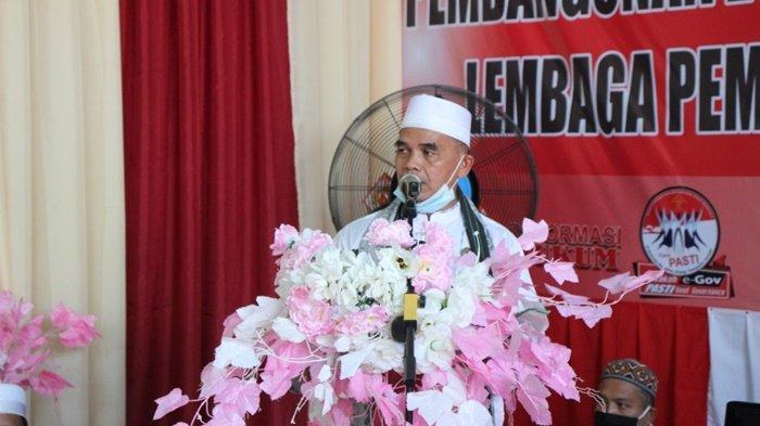 Ustaz Nawawi memberikan tausiah pada acara pengajian memperingati Isra Mikraj Nabi Muhammad SAW di Lapas Kelas IIB Amuntai, Kota Amuntai, Kabupaten Hulu Sungai Utara (HSU), Kalimantan Selatan.