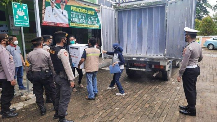 Petugas Polres Tabalong Kalsel Kawal Distribusi Vaksin ke Semua Puskesmas