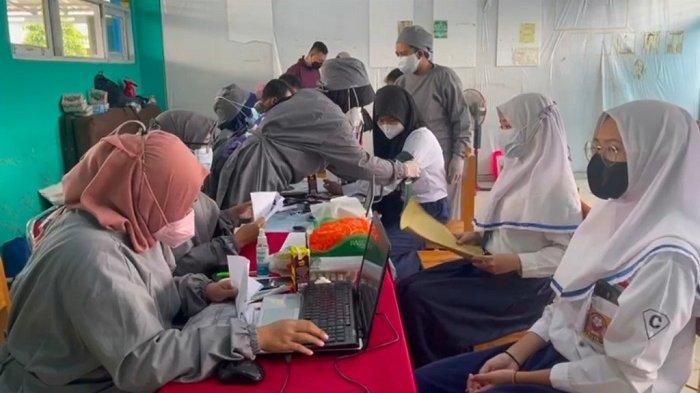 BPP HIPMI Beri 4.000 Vaksin untuk Pelajar Banjarbaru, Wali Kota : Sebagai Persiapan PTM