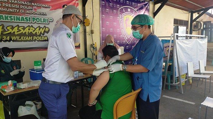 Dirbinmas Polda Kalsel Bersama IMI Kalsel Gelar Vaksinasi, Anggota Komunitas Rela Antri Sejak Pagi