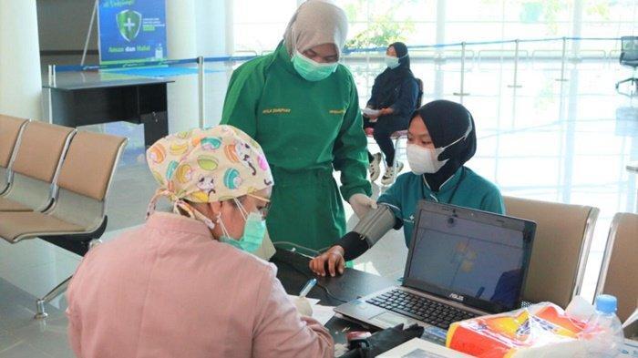 Ratusan Orang Divaksinasi di Bandara Internasional Syamsudin Noor Banjarbaru Kalsel