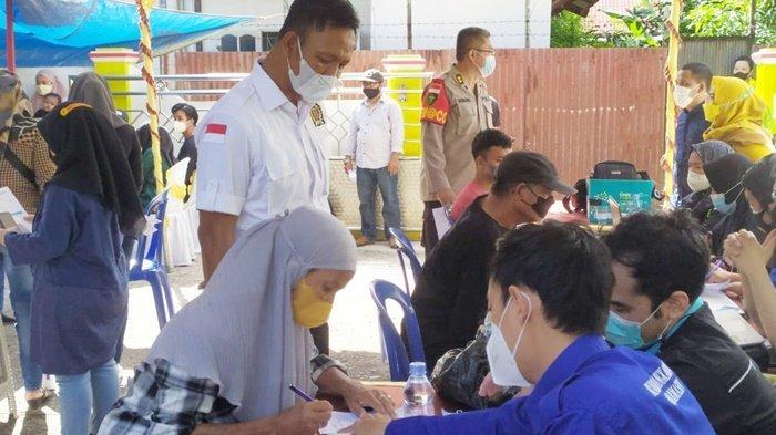 Vaksinasi di Kediaman Anggota DPRD Kalsel Yani Helmi untuk Memudahkan Masyarakat