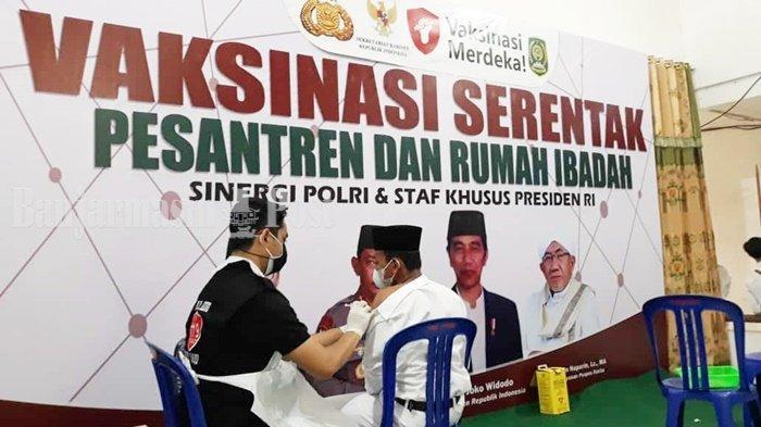 Vaksinasi untuk Santri di Pondok Pesantren Rasyidiyah Khalidiyah Kabupaten HSU