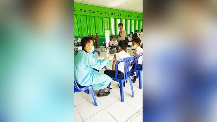 Sebanyak 382 Pelajar SMPN 1 Martapura Kabupaten Banjar Dapat Vaksin Covid-19