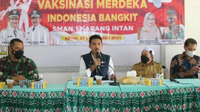 Kegiatan Bupati Banjar Saidi Mansyur meninjau pelaksanaan vaksinasi pelajar Merdeka di SMA Negeri 1 Karang Intan, Senin (27/9/2021).
