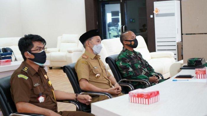 Plh Bupati Tanbu Ikuti Pidato Arahan Presiden RI Soal Karhutla 2021