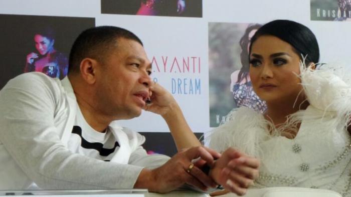 Krisdayanti & Raul Lemos Jalani Isolasi dan Karantina Mandiri, Alami Pemeriksaan Karena Virus Corona