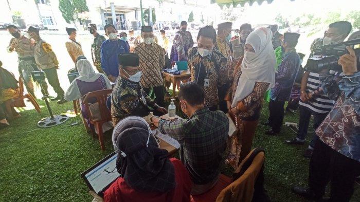 Wabah Corona Kalsel, Tenaga Pengajar di Balangan Terima Vaksinasi Covid-19