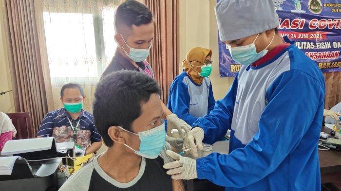Wabah corona Kalsel, Suasana vaksinasi Covid-19 di Rumah Singgah Baiman.