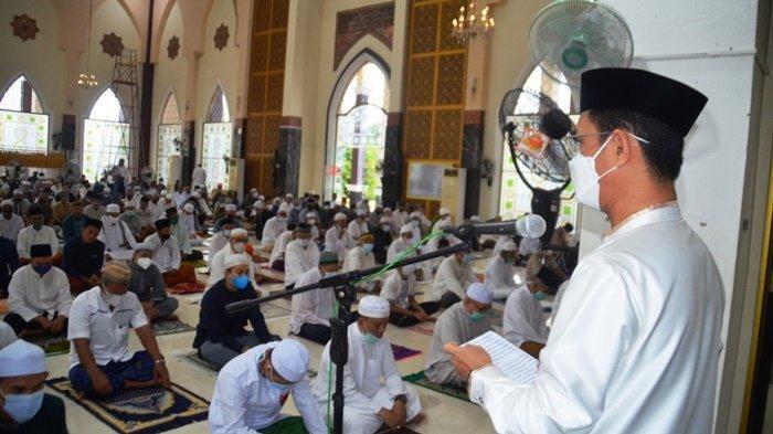 Wabup Batola H Rahmadian Noor Salat Id di Masjid Agung Al-Anwar Kota Marabahan Kalsel