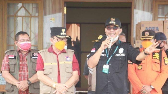 Wabup Katigan memberikan sambutan atas bantuan Pemkab HST yang dierahkan melalui Wabup Masyah Sabri.