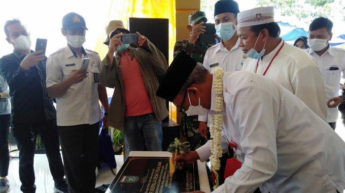 Wabup Tanbu, saat resmikan kantor Desa Tegal Sari Satui