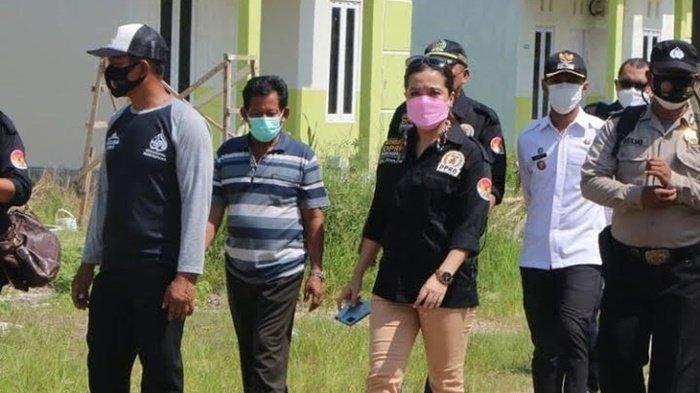 Wakil Ketua Komisi III DPRD Banjarbaru, Emi Lasari SE, meminta pemerintah kota agar mengoptimalkan vaksinasi, mencarikan alternatif ruang isolasi.