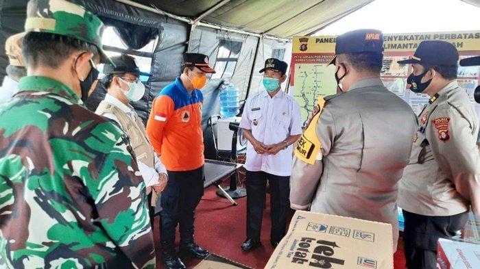 Wakil Bupati Kapuas Minta Petugas Pos Penyekatan Jangan Lelah Menerapkan Prokes