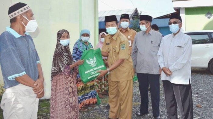 Baznas Kabupaten Kapuas Salurkan 200 Paket Bantuan untuk Warga