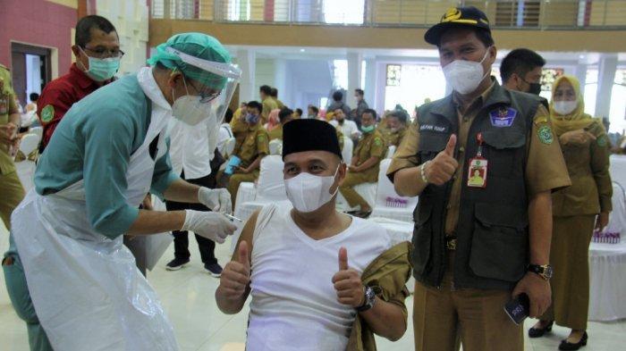 Divaksin Tahap Kedua, Wakil Bupati Tapin Ingatkan Jangan Lalai Protokol Kesehatan