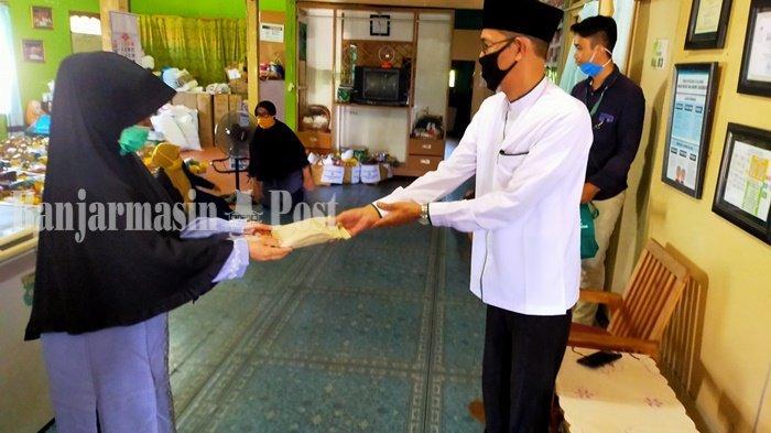 Baznas Kalsel Beri Bantuan Tahap Pertama ke Yayasan Uma Kandung Rp 22 Juta