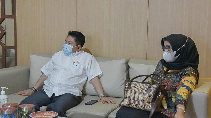 Wakil ketua DPRD Kalteng Faridawaty Darland atjeh saat berkunjung ke DPRD Kalsel, Senin (19/4/2021).