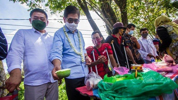 Kunjungi Booth UMKM Difable Banjarbaru, Waketum KADIN Sebut UMKM Bisa Bantu Indonesia Keluar Krisis