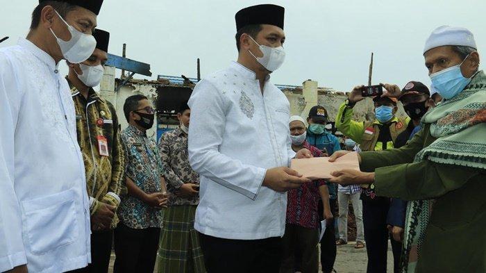 Wali Kota Banjarbaru Serahkan Bantuan untuk Ponpes Al Falah yang Terbakar