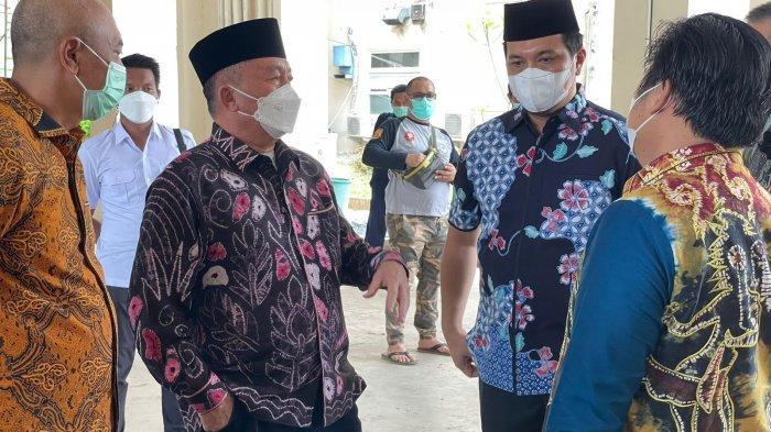 Wali kota Banjarbaru H. M. Aditya Mufti Arifin beserta direktur Rumah Sakit Idaman Kota Banjarbaru Dr. Labati beserta jajaran pada hari ini Minggu, (29/8/2021) menerima KLunjungan Wakil Gubernur Kalimantan Selatan H. Muhidin, Sekretaris Daerah Kalimantan Selatan, Wakapolda Kalimantan Selatan.
