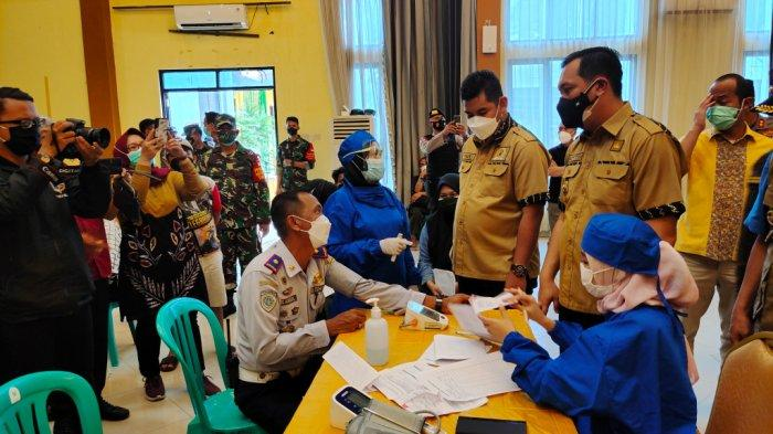 Vaksinasi Massal di Banjarbaru, Wali Kota Sebut 72.930 Warga Telah Tervaksin