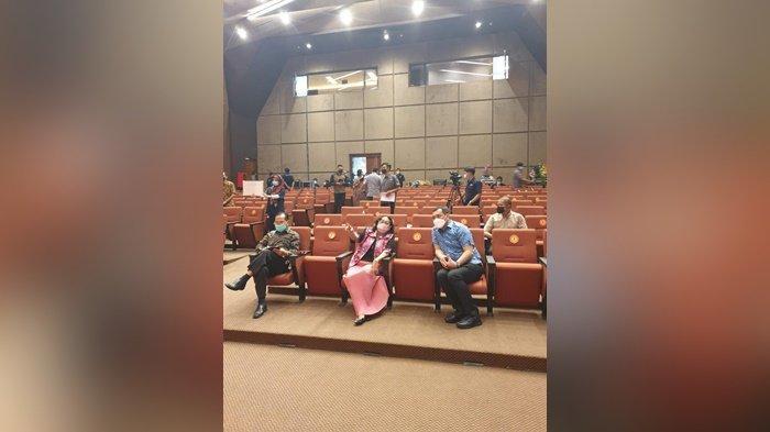 Wali Kota Banjarbaru, HM Aditya Mufti Ariffin, saat berbincang dengan Rektor Universitas Gunadarma, Prof. Dr. E.S. Margianti, SE, MM, di Jakarta.