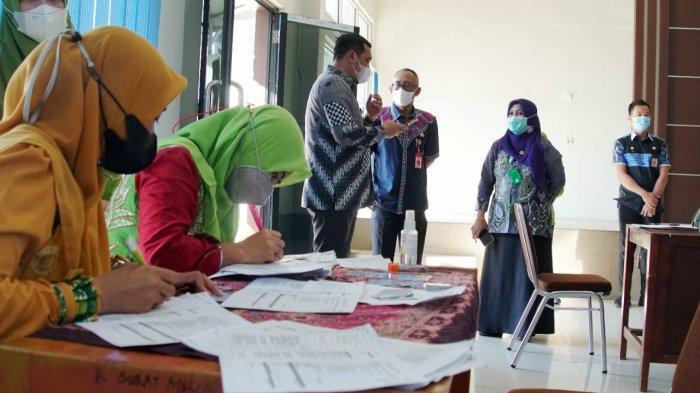 Wali Kota Banjarbaru M AdityaMufti Ariffin memantau pelaksanaan pemberian Vaksinasi Covid-19 kepada penyandang disabilitas