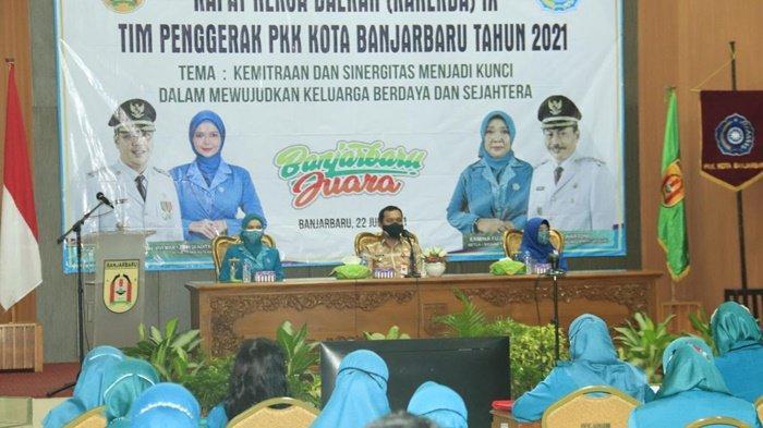 Wali Kota HM Aditya Mufti Ariffin SH MH menghadiri sekaligus membuka Rapat Kerja Daerah IX Tim Penggerak PKK di Balai Kota Banjarbaru, Kalimantan Selatan, Kamis (22/7/2021).