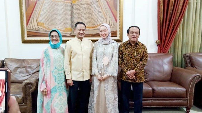 Wali Kota Palangkaraya Fairid dan orangtuanya bersama Avina Triani Almira.