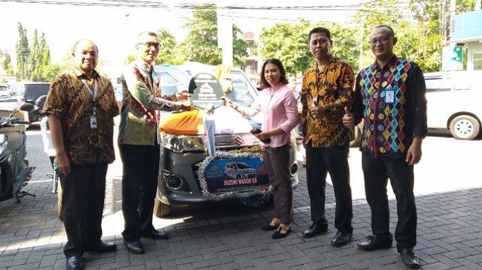 BRI Cabang Banjarmasin A Yani Serahkan Hadiah ke Pemenang Panen Hadiah Simpedes Periode I 2018