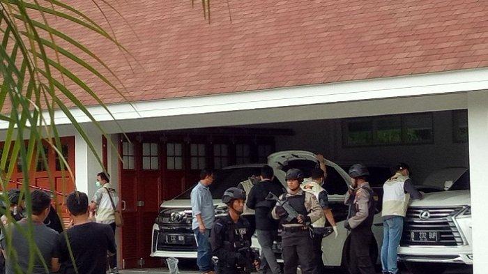 Ini Daftar Mobil-mobil Mewah Bupati HST Abdul Latif, Harganya Selangit Pasti Bikin Kamu Terbelalak