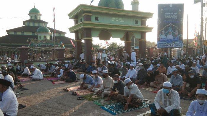 Sholat Idul Adha di Masjid Jami Banjarmasin, Jemaah Konsisten Jaga Jarak